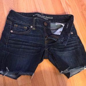American Eagle blue shorts midi or short!